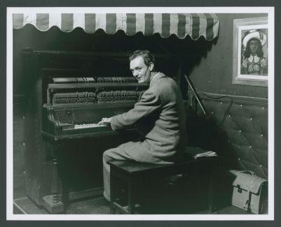 Paul Lingle, piano