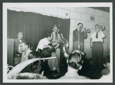 Bob Scobey Band: Bil Dart, Burt Bales, Bill Newman, Hots O' Casey, Squire Girsback, Bob Scobey, Jack Buck