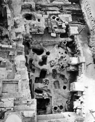 Tombs, before they were filled in, the Via Sacra is on the right