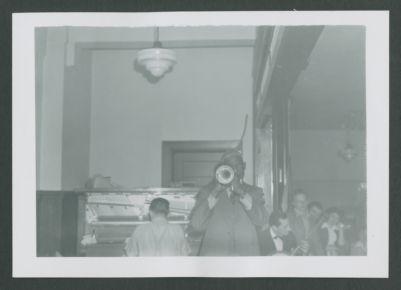Bunk Johnson playing, 1943