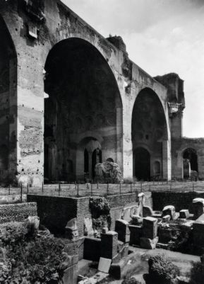 Horrea Piperataria, ruins discovered in 1933, beneath the nave floor of the Basilica of Maxentius