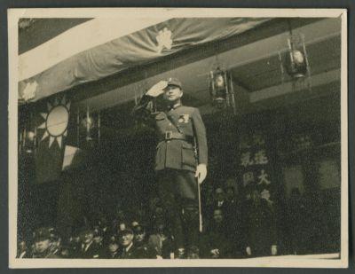 Wang Jingwei salutes parading troops