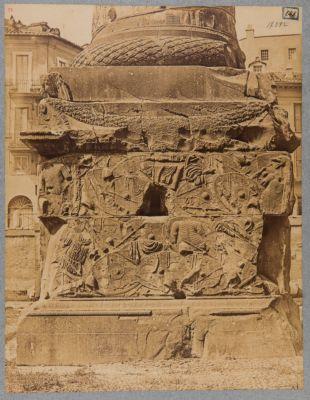 Colonna Traiana, base lato sud
