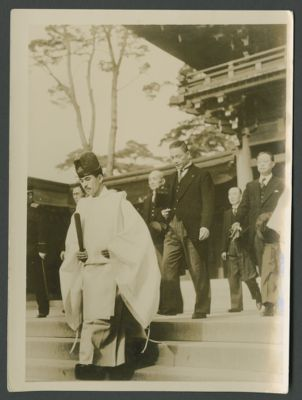 Wang Jingwei visits the Meiji Shrine