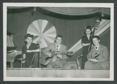 Tom Conley Trio, Harriet Murphy on bass