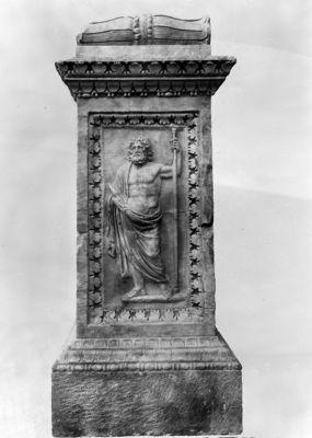 Lacus Iuturnae, side of the altar, Jupiter
