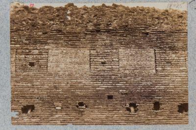 Castro Pretorio. Mura di cinta con traccia della merlatura preesistente alla soprastruttura di Aureliano