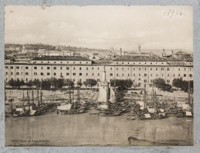 Porto di Ripa Grande, veduta generale presa di fronte della lanterna di Pio VII
