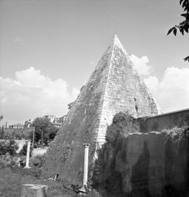 Pyramid of Caius Cestius, east side featuring the Aurelian Walls and the gate that gave access to the sepulchral chamber, opened in 1663
