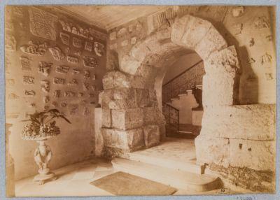 Mura Serviane, arcata compresa nel vestibolo di Palazzo Antonelli
