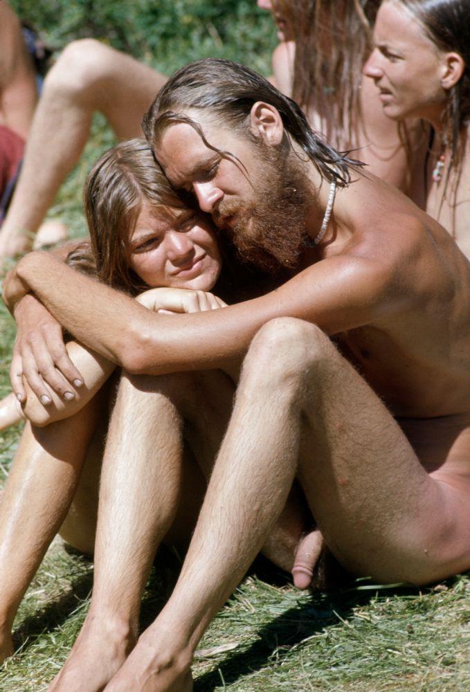 nudisti-semya-golie