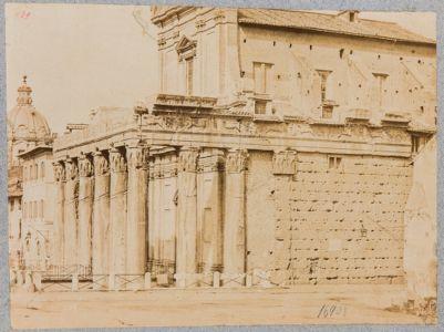 Tempio di Antonino e Faustina, Tempio verso levante con scorcio del pronao