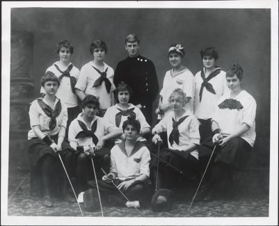 Athletics -- women's fencing, 1914 fencing team