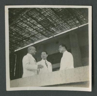 Wang Jingwei speaking with Noboyuke Abe