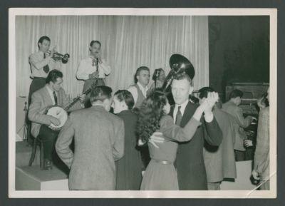 Hambone Kelly's with dancers: Bob Scobey, Harry Mordecai, Bob Helm, Bill Dart, Dick Lammi and Wally Rose