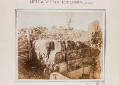 Mura Serviane. Angolo della cinta presso l'Aventino