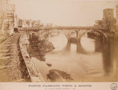 Ponte Fabricio o Quattro Capi, veduta di un fianco del ponte durante i restauri