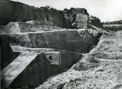 Emporium, escavated wharf with rings and ramp after the removal of the concrete core of the Aurelian Wall