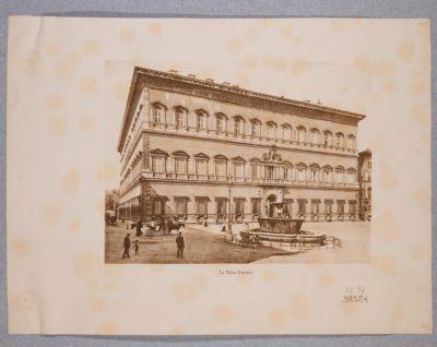 Palazzo Farnese, esterno. Veduta generale della piazza Farnese
