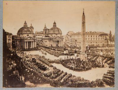 Piazza del Popolo in occasione di solenni onoranze funebri