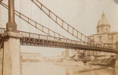 Ponte dei Fiorentini, ponte di ferro visto dal letto del fiume
